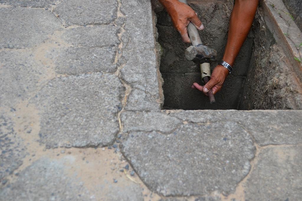 Redes de esgoto são lacradas no Campeche