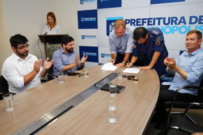 Assinatura da ordem de serviço aconteceu na tarde desta segunda-feira
