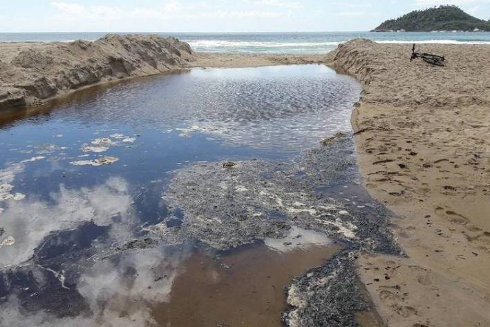 Antes limpa e tranquila, Campeche tem problemas na qualidade da água