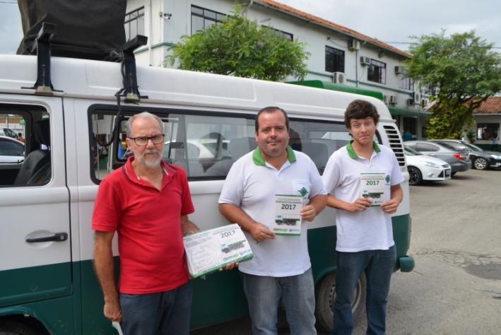 Equipe de Sustentabilidade Ambiental cuida da divulgação com José Thomaz Pereira, Mecias da Silva e estagiário Douglas Vagner Dias Flores