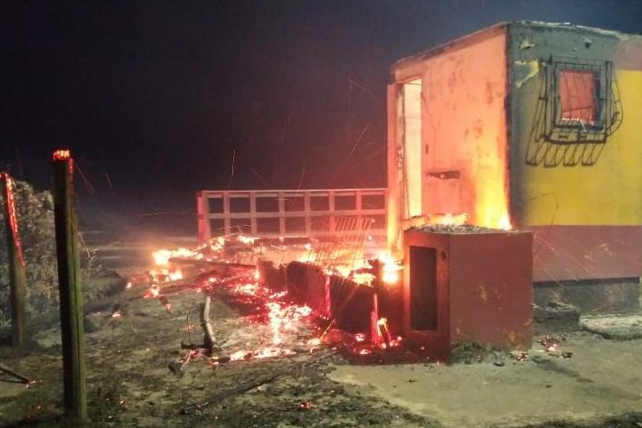 Base de salva-vidas incendiada no Campeche.